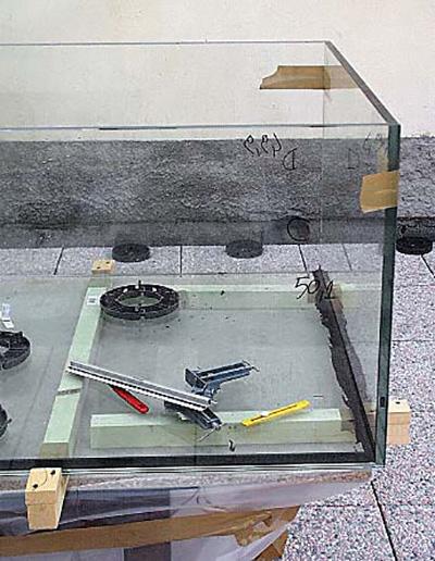 Fai da te costruire un acquario terraria - Togliere silicone dalle piastrelle ...